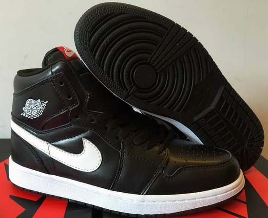 Air Jordan Retro 1 High Black White Norway