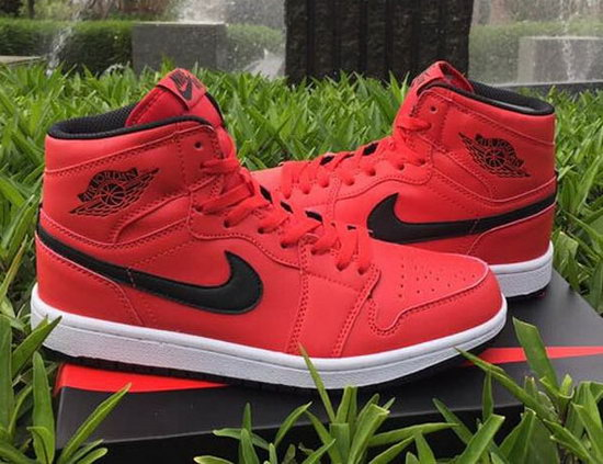 Air Jordan Retro 1 Red Black Japan