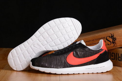 Nike Roshe Run Womenss Shoes Black White Mago New China